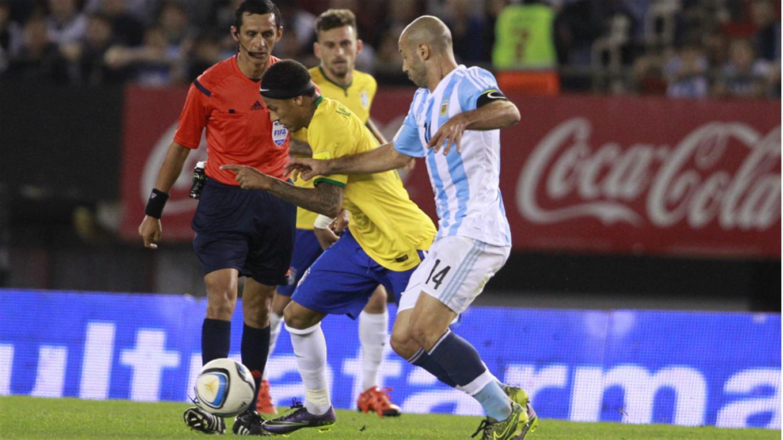 Eliminatorias a qu hora juega argentina contra brasil y for En que canal juega el barcelona