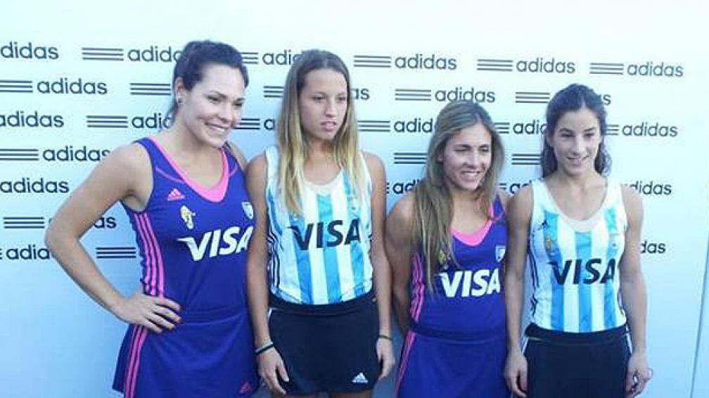 Las nuevas camisetas de las Leonas: la violeta y la clásica. (Foto: Twitter).
