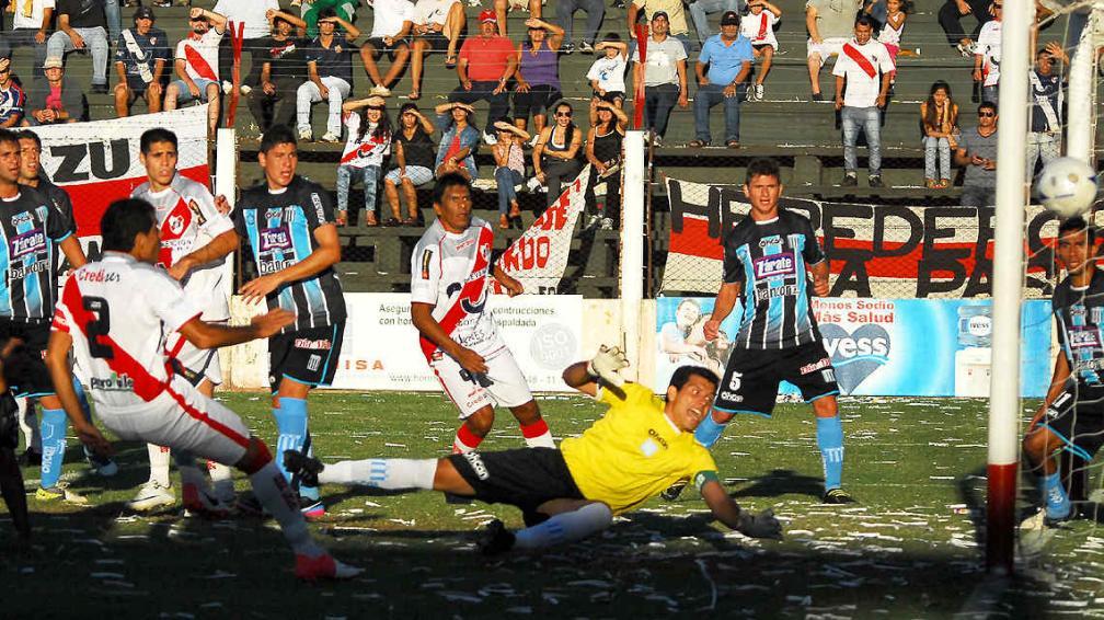 El gol de Guaraní Antonio Franco, ante Racing (Foto: gentileza El Territorio).