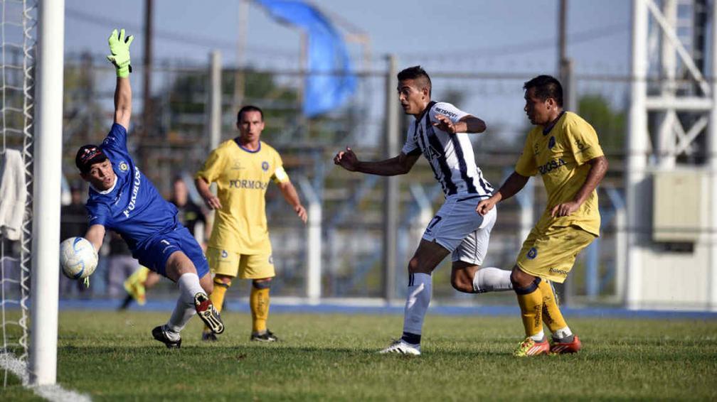 El gol más gritado. Victorio Ramis estaba en el lugar indicado para convertir el tanto que valió un ascenso. // Foto: Ramiro Pereyra, enviado especial a Formosa