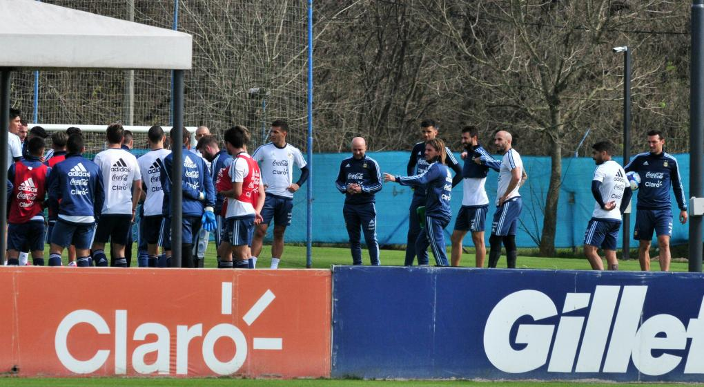 Sampaoli sorprendió con un nuevo equipo esta mañana