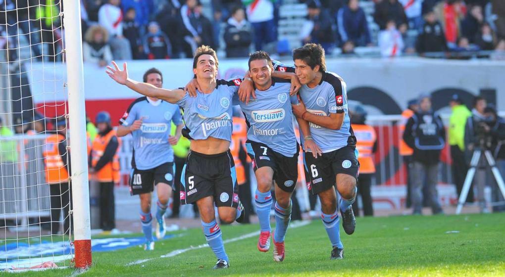 Muere joven tras ser arrojado desde tribunas de estadio argentino