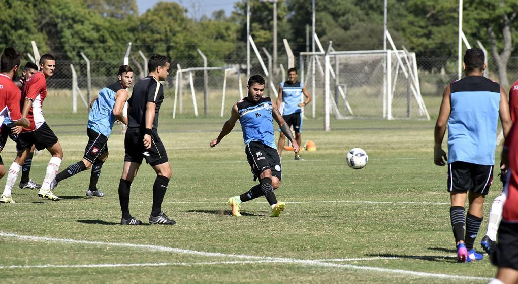Los futbolistas de Belgrano, bajo la lupa del DT