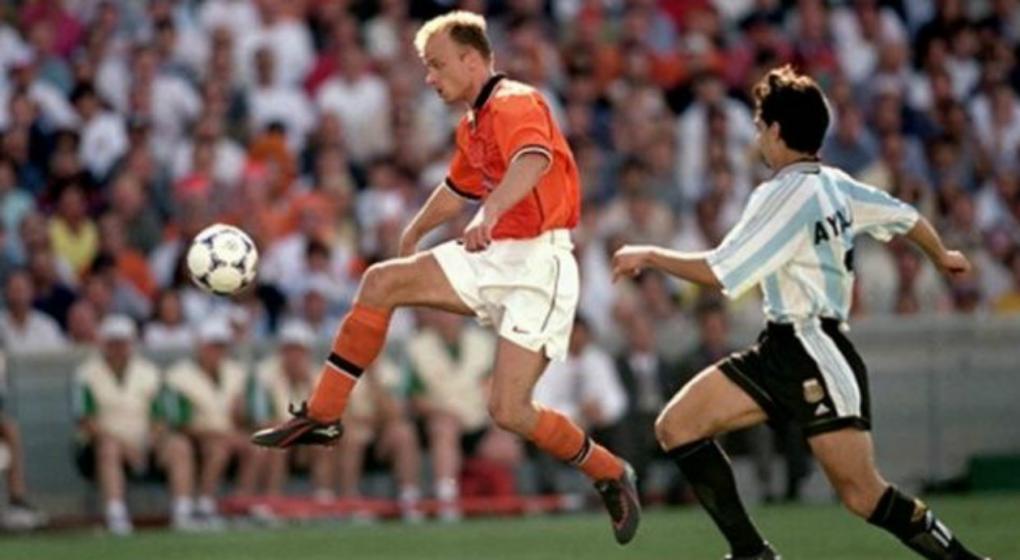 Qué es de la vida de… Mundial: Dennis Bergkamp, el holandés que no quería volar