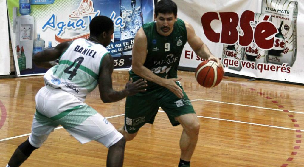 Gabriel Mikulas seguirá jugando en Barrio Parque en la Liga Argentina de básquet