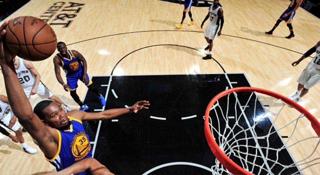 Los Warriors barrieron a los Spurs y disputará su tercera final consecutiva