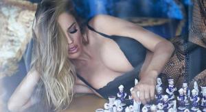 Iba a ser una estrella en ajedrez y ahora es modelo: se llama Charlie Riina