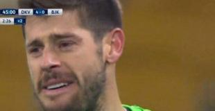 Lo golearon y se largó a llorar en pleno partido