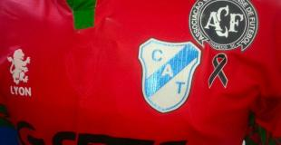 Otro homenaje al Chapecoense: la camiseta que Temperley utilizará ante Belgrano
