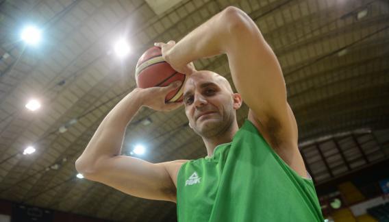 Diego Lo Grippo, un ejemplo de constancia y vigencia en Atenas. Con 40 años, sigue jugando en el alto nivel.