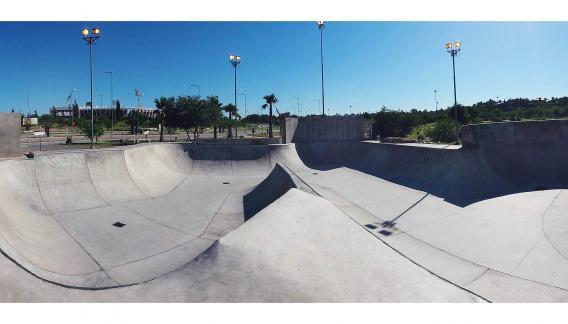 Escuelita de BMX en el Parque del Kempes, una pista diseñada para lograr la mejor performance de la actividad. (CBA X)