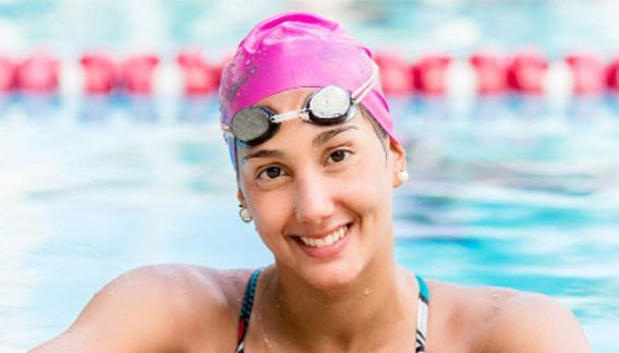 Florencia Perotti nada en Brasil.