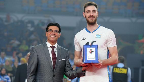 """El mejor. """"El Zurdo"""" se lució en Egipto y fue elegido MVP. Junto a su ídolo Marcos Milinkovic son los únicos argentinos en tener este galardón. (Fivb)"""