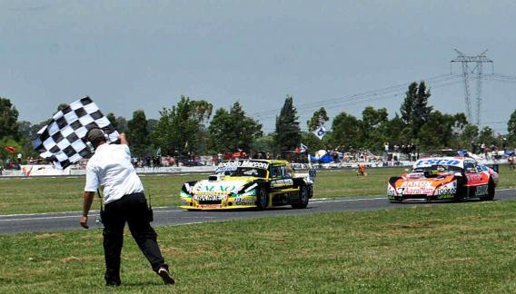 """El """"Gurí"""" Martínez ganó su segundo torneo en el Turismo Carretera. (Foto: Télam)."""