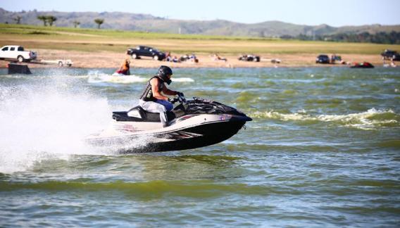 El programa de CBAX de la Agencia Córdoba Deportes acompaña el evento organizado por la Asociación Cordobesa de Jetski y Moto de Agua. (CBAX)