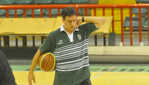 Seba González, en tiempos en los que dirigió a Atenas. Ganó el Súper 8 de 2010.