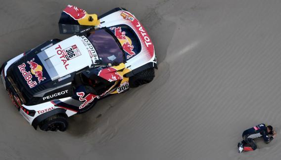 Para Loeb se acaban sus chances de ganar el Dakar.