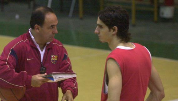 """Lescano y el DT """"Huevo"""" Sánchez, en el Atenas campeón de la 2002/03."""