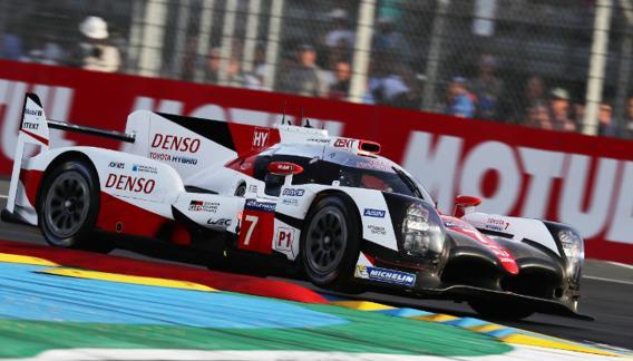 """El Toyota TS050 híbrido número 7 que compartirán en la conducción en Le Mans, """"Pechito"""" López, Mike Conway y Kamui Kobayashi. (Foto Toyota Gazoo Racing)"""