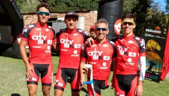 Oscar Galíndez y sus compañeros del Team OG Design CIty Bikes Miami.