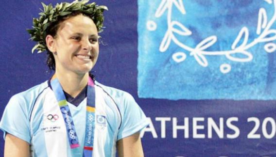 En 2004, Bardach ganó la medalla de bronce en los 400 metros combinados de los Juegos Olímpicos de Atenas.