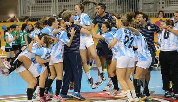 Peruchena y La Garra festejan la clasificación olímpica.