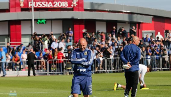 Sampaoli en el entrenamiento del lunes. (Foto del Facebook de la selección argentina)