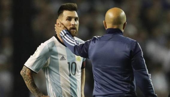 Messi, Sampaoli y un equipo que generó polémica.