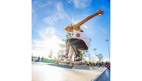Destreza, astucia, vértigo, en la variable rutina de los skaters. (CBA X)