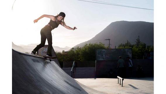 Tania Cruz, nació en La Rioja, realiza Skateboarding en categoría avanzada. (CBAX)