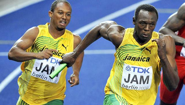 Michael Frater ya le dio el testimonio a Usain Bolt, en el segundo cambio de mando.