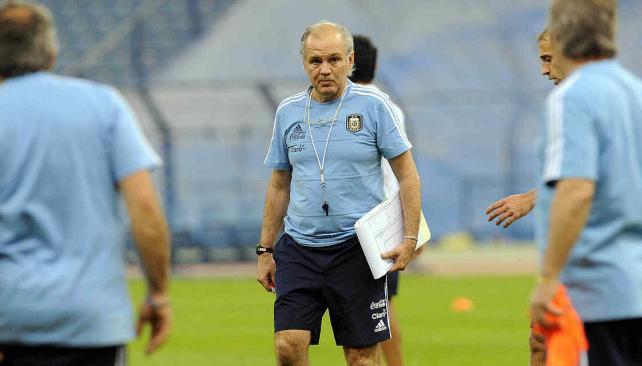 Apunta al Mundial. Aunque Argentina todavía no tiene asegurada la clasificación, el técnico Sabella afirmó que es importante formar un buen grupo humano. // Foto: AP