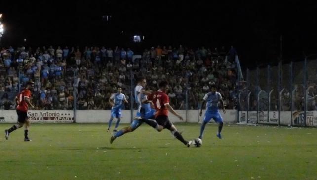 Fue una noche llena de emociones las que se vivieron este sábado en el estadio de Estudiantes. (foto: La Voz del Interior)