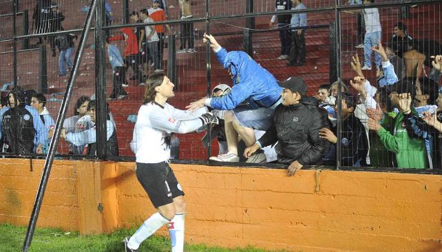 Olave intentó calmar a sus hinchas y luego habría agredido a un bombero (Foto: Pedro Castillo / Enviado especial).