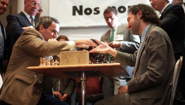 """Patio Olmos. En ese """"shopping"""" se llevó a cabo la partida con Kasparov. Ganó el ruso, con susto. (Foto: Marcela Marbián/Archivo)"""