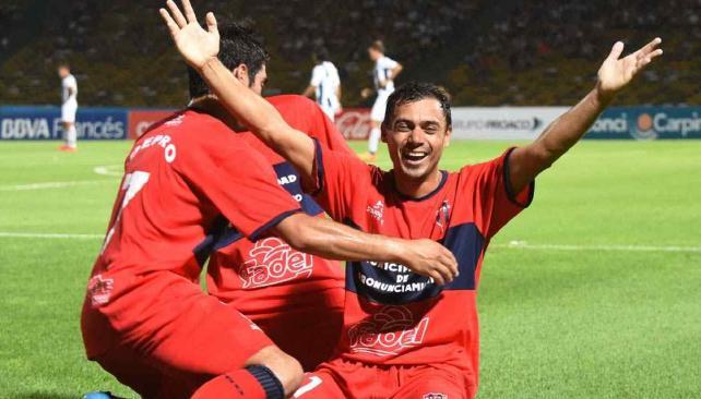 Talleres le ganó a Defensores de Pronunciamiento (Foto: Télam).