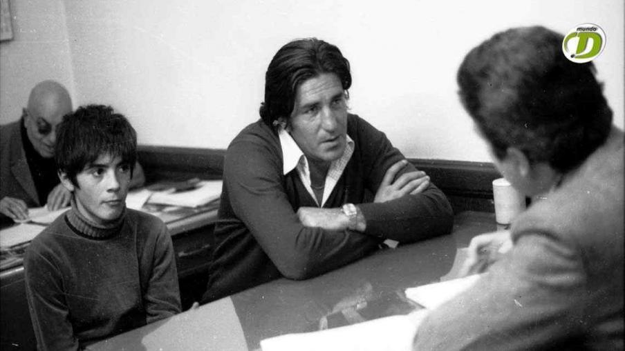 Sebastián Viberti, junto a un hijo, y el periodista Juan Antonio Castro, en La Voz del Interior. (Foto: La Voz).